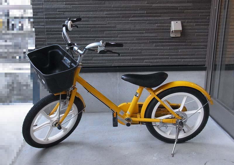 旗を取り付けるのはこの自転車、無印良品の自転車です。16インチ。ブロンプトンと一緒ですな(^^;)。