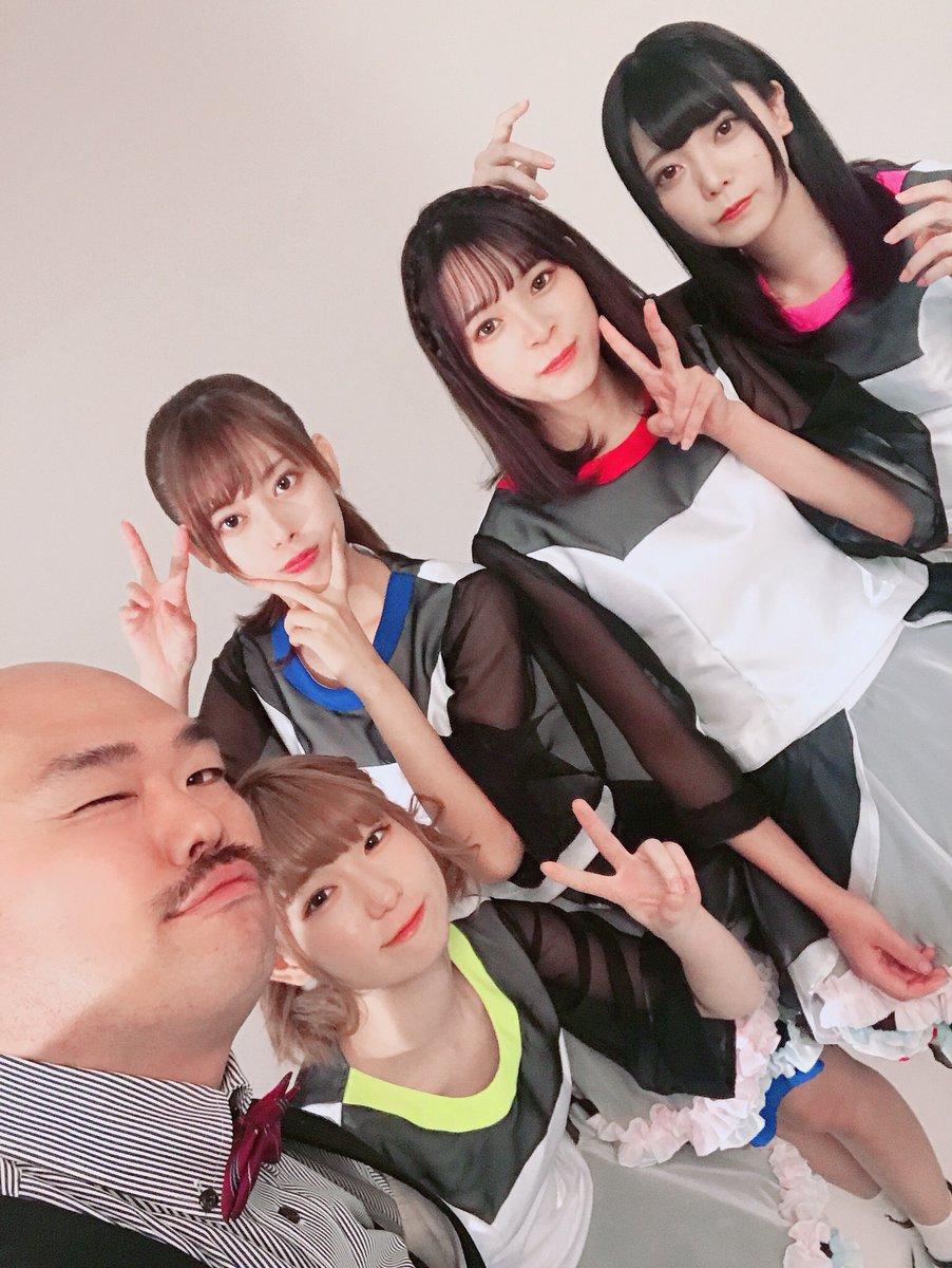 クロちゃんプロデュース、アイドル「豆柴の大群」デビュー