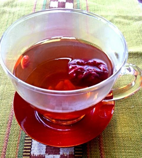 冷え性改善や温活のためには紅花とナツメのお茶を飲むと良い