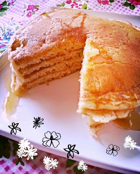 フワフワのパンケーキを切ってみるとココナッツの優しい香りが。ヨーグルトを入れたので断面もフワフワ