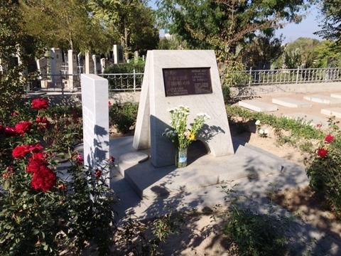 Japanese_Cemetery_01