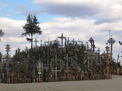 Hill_of_crosses_03