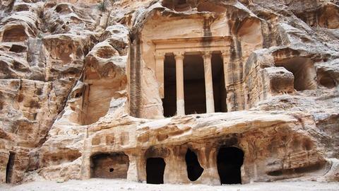 墓or寺院