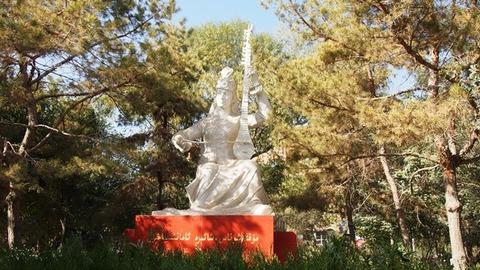 アマニサハン像