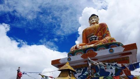 ラングサ村 仏像