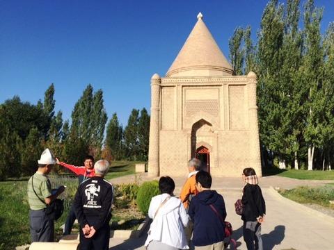 Aisha_Bibi_Mausoleum_02