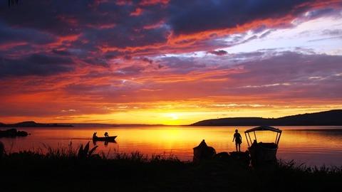 早朝のビクトリア湖