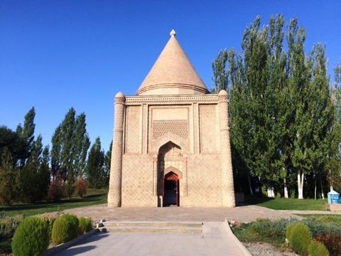 Aisha_Bibi_Mausoleum_01