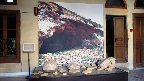博物館内 石