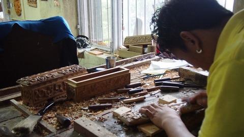 木彫り作業