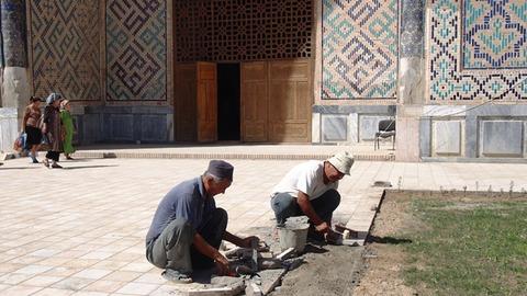 モスク前 修復