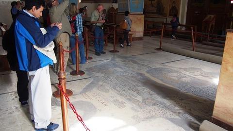 教会内モザイク地図