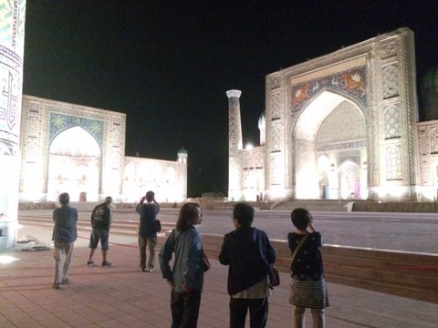 Registan_Square_Night_View_02