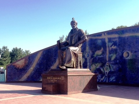 Statue_of_Ulughbek