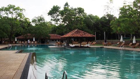 Amaya_Lake_Pool