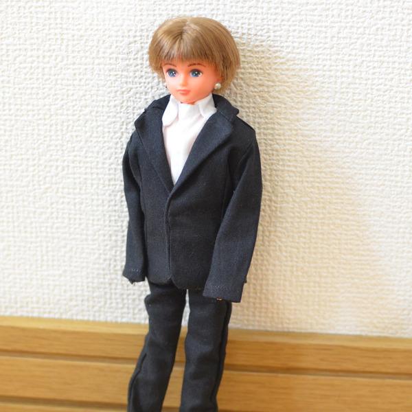 リカちゃんボーイフレンド黒のスーツ