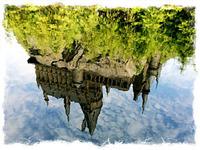 水面に映る城