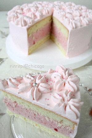 ピンクの苺ムースデコレーションケーキ