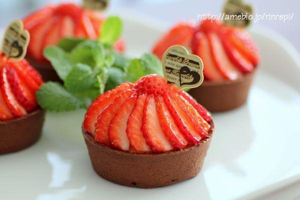 チョコレートチーズタルト苺デコカップ