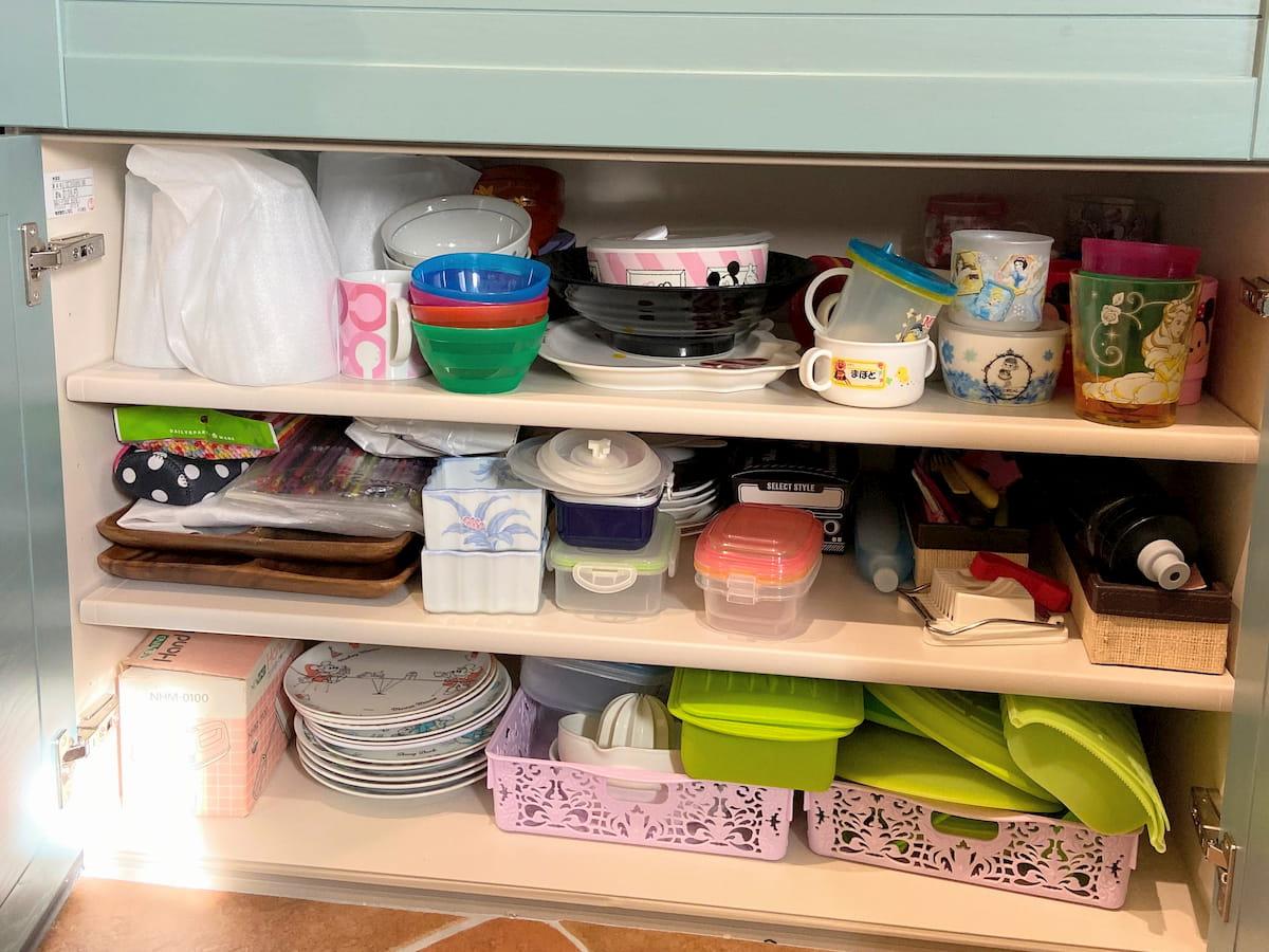 食器棚の下段(右)のビフォー