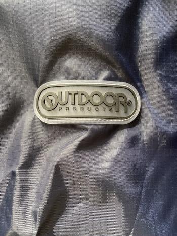 ロングタイプのレインコートのロゴ