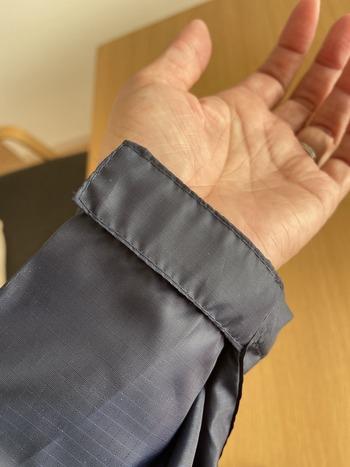ロングタイプのレインコートの袖