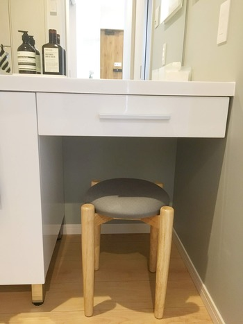 洗面台の椅子