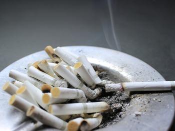 たばこの臭い