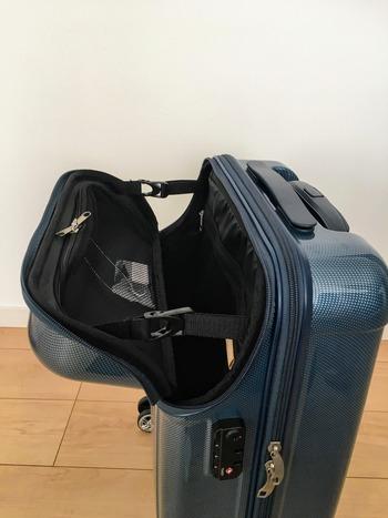 小型スーツケースはフロントオープン