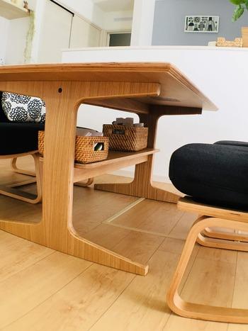 ダイニングテーブルの下