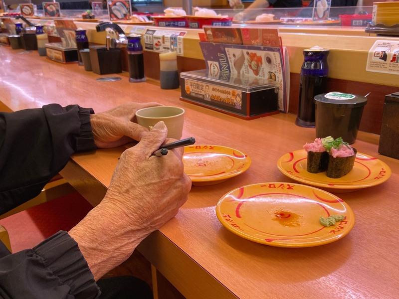 回転寿司を食べに行く
