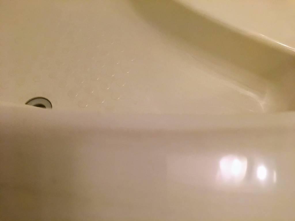 ガラスコーティング剤を浴槽につける前