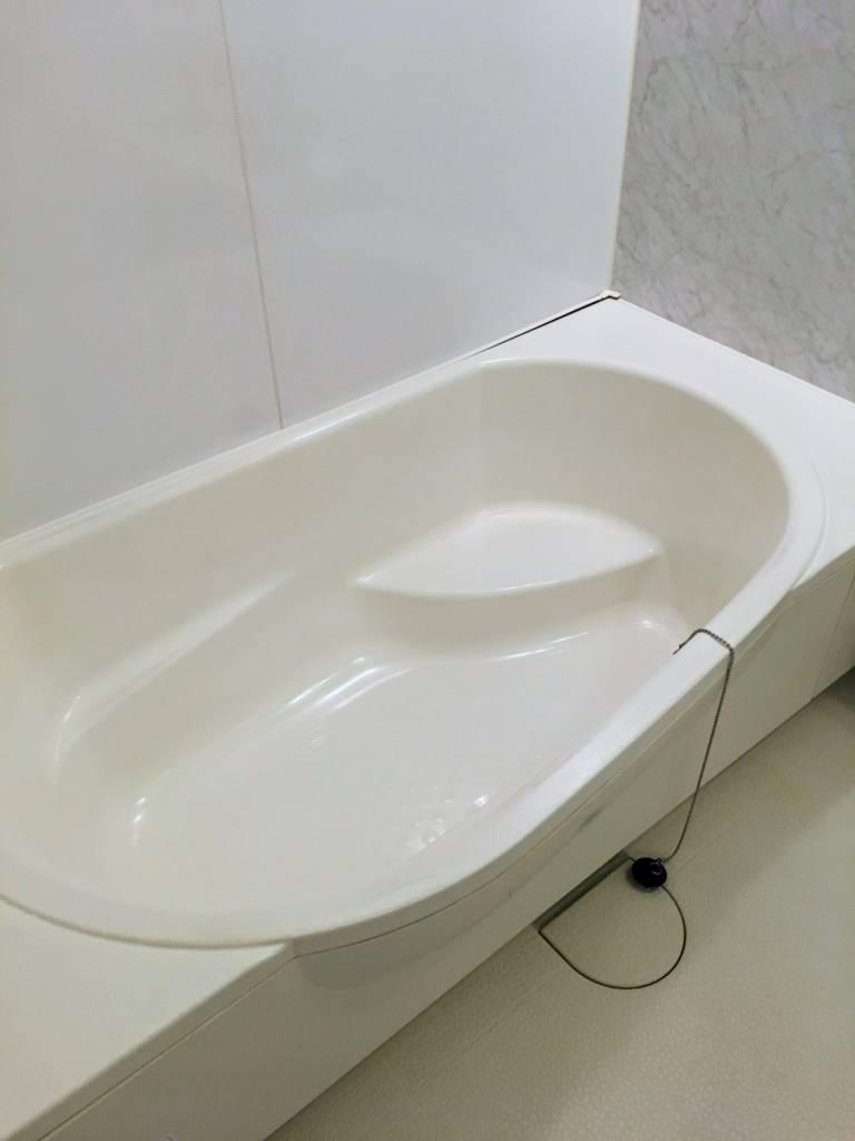 ガラスコーティング剤を浴槽につける