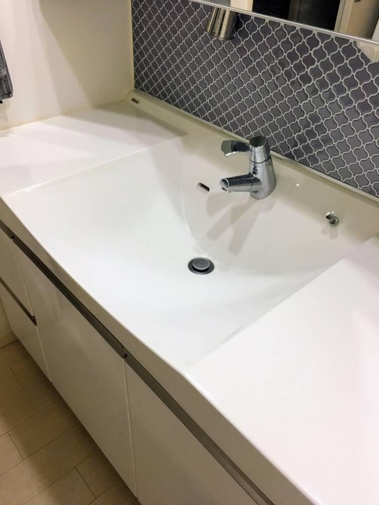 ガラスコーティング剤を洗面台につける