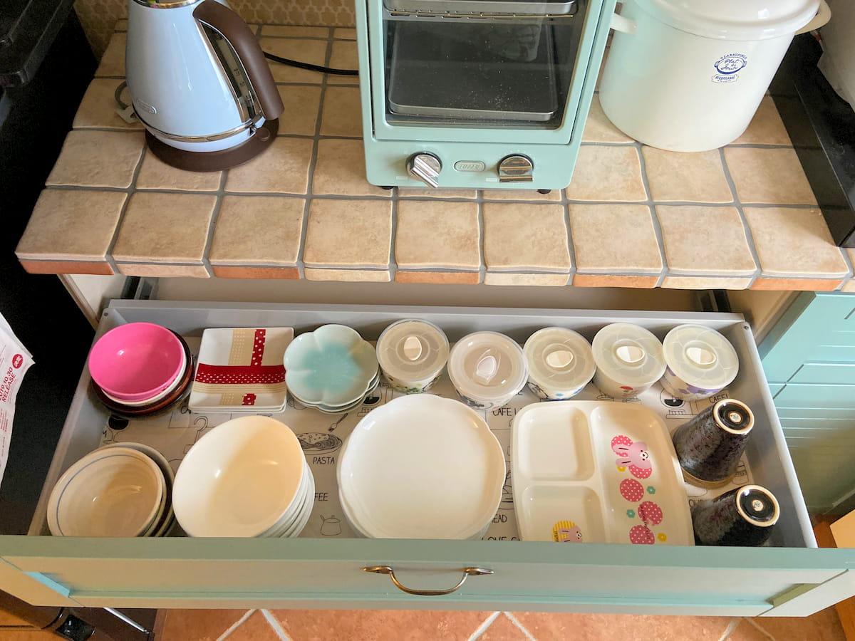 家族4人の食器を収納