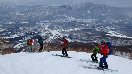 妙高前山から滑走します