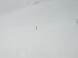 雪の中を進む三歩