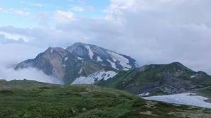 レストラン「スカイプラザ」から杓子岳と白馬鑓ヶ岳