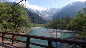 河童橋から奥穂高岳と吊尾根を望む
