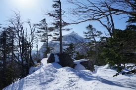 中山峠から見上げた東天狗岳