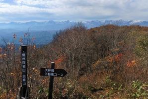虫倉山山頂から北アルプス方向