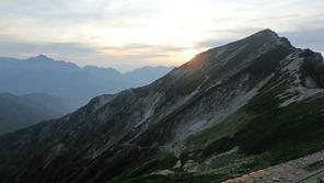 唐松岳山頂(右)と剱岳(左遠方)