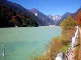 高瀬ダム湖と針ノ木岳