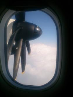 屋久島へ向かうプロペラ機