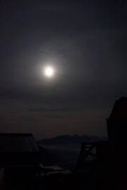 お月様と八ヶ岳