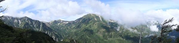 雪倉岳近辺の稜線