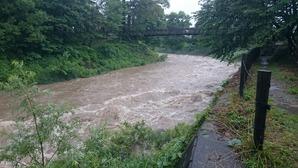 水の濁る姫川