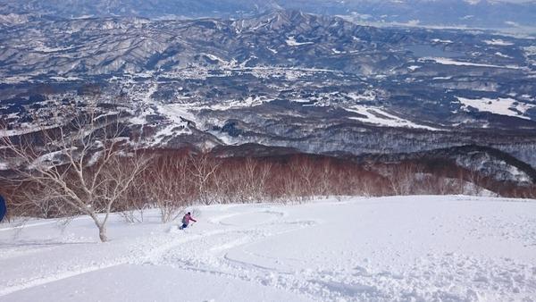 妙高山の前山からの滑走
