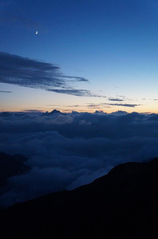 剱岳と三日月の夕べ
