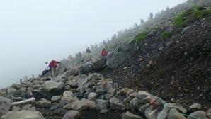 乗鞍岳への登山道は銀座並みの賑わい